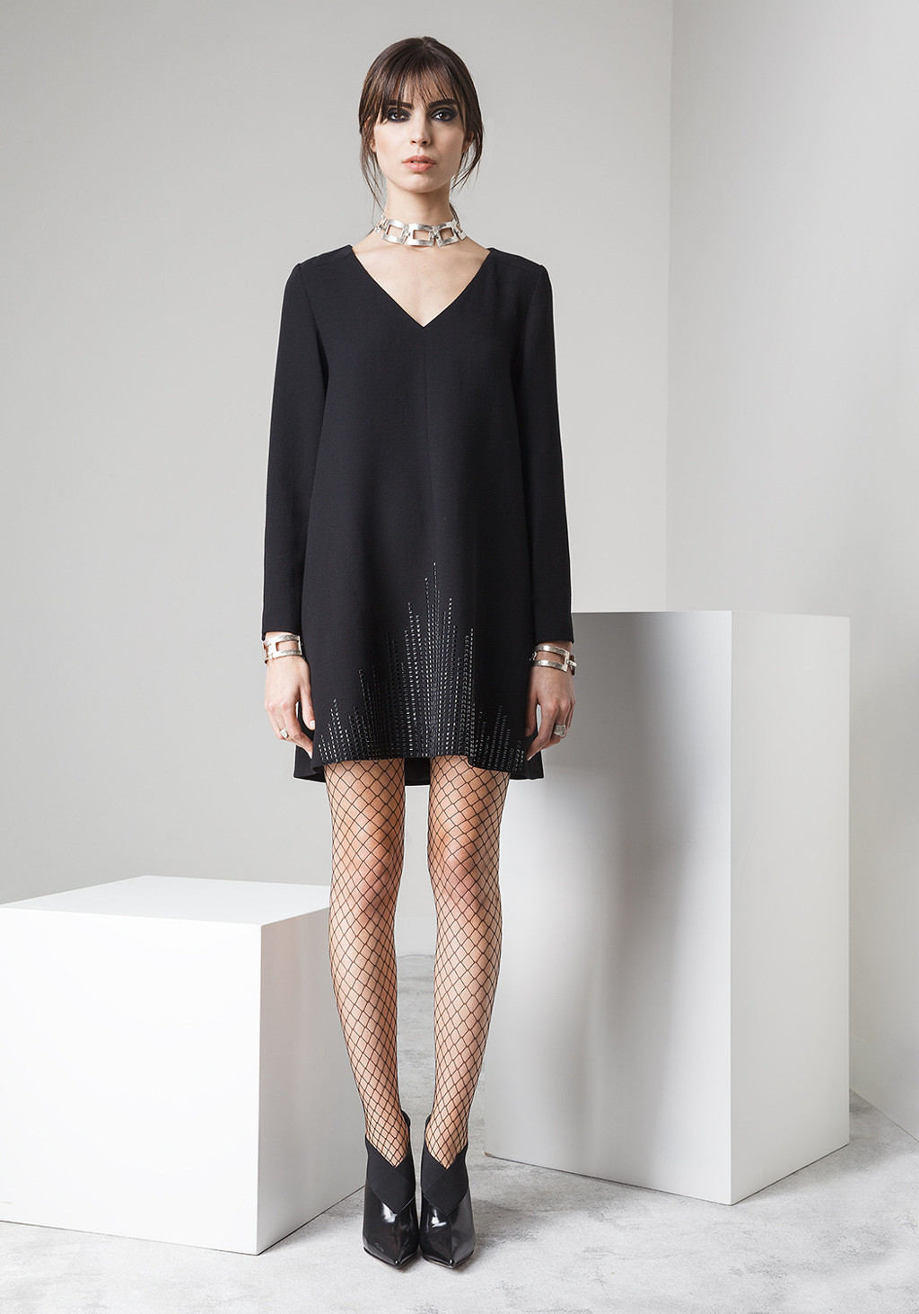 Wool crepe with bottom brillant studs dress