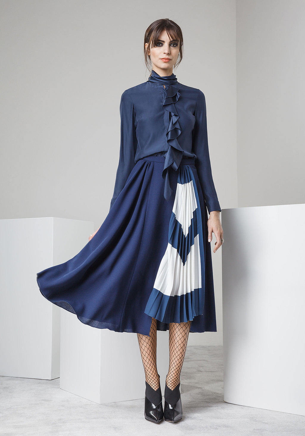 Silk shirt with studs on the back - Wool crepe skirt pleted pannel