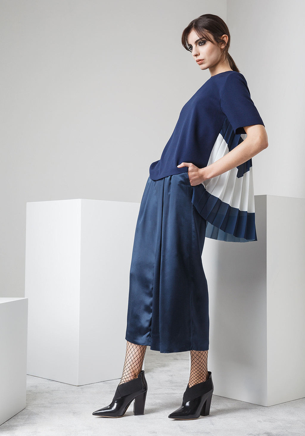 Wool crepe top pleted pannel on the back - Palazzo silk trousers