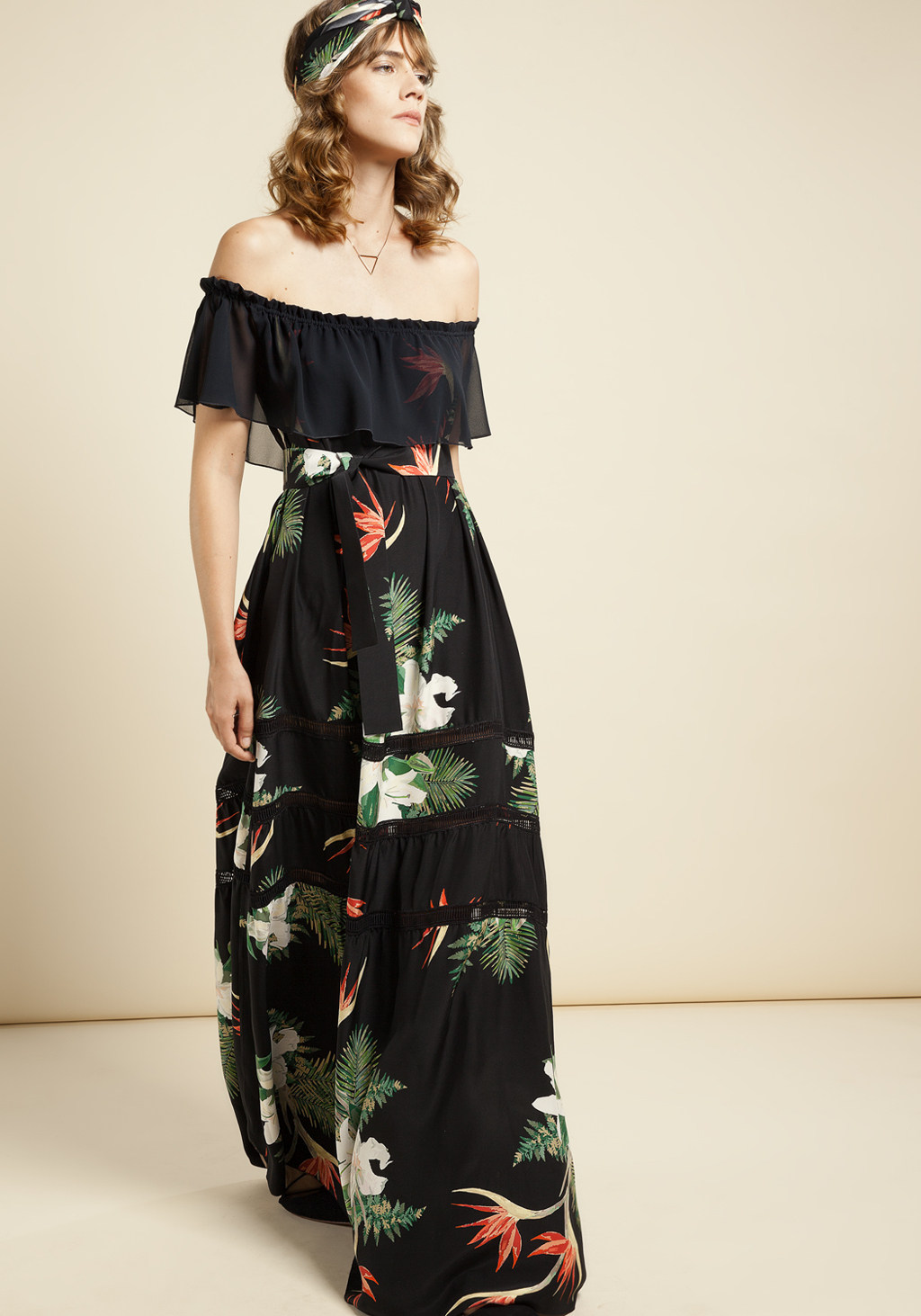 Black floreal stamp silk long dress detailes chiffon and timmings